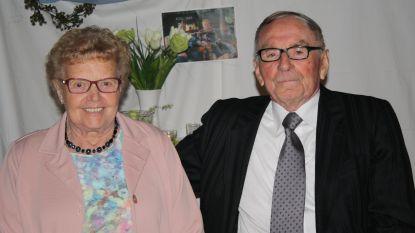 """Hilda en Gustaaf kunnen zeventigste huwelijksverjaardag niet met familie vieren door coronacrisis: """"Dan maar felicitaties via Het Laatste Nieuws"""""""
