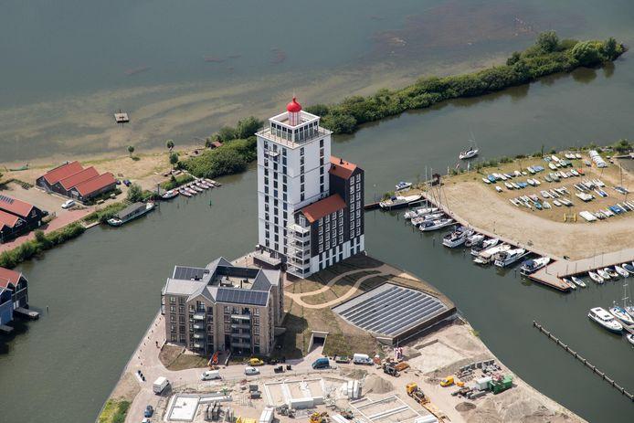 Appartementencomplex de Vuurtoren en de Wachter op het Noordereiland van het Waterfront.