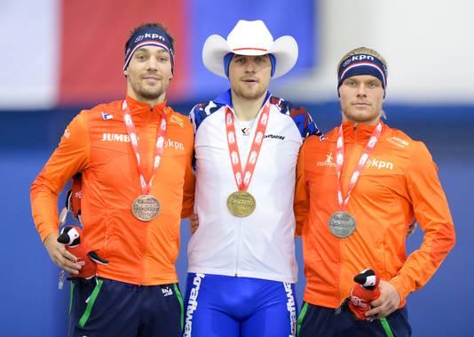 Kjeld Nuis (l) op het podium met Denis Joeskov en Koen Verweij