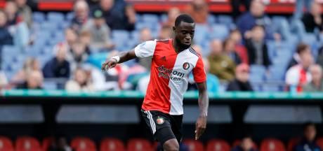 Geertruida stapt als beoogde vervanger Fer met Feyenoord vliegtuig in naar Zagreb