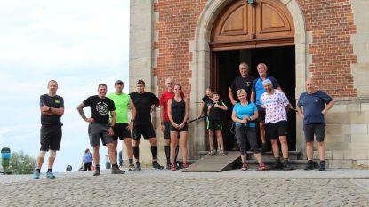 Elf moedige stappers wandelen samen 605 keer de Muur op tijdens 'De 12 uur van de Muur'