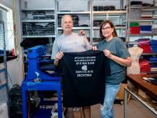 Rotterdamse coronashirts populair: 'Als ik je op je muil kan slaan, sta je te dichtbij'