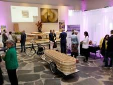 Uitvaartbeurs in Etten-Leur: 'Mensen zijn meer bezig met hun eigen uitvaart'
