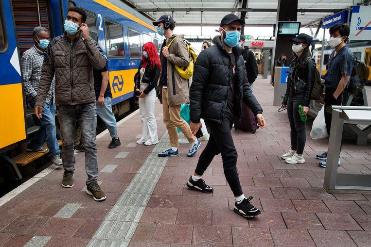 Reizigers op Rotterdam Centraal. Beeld Arie Kievit