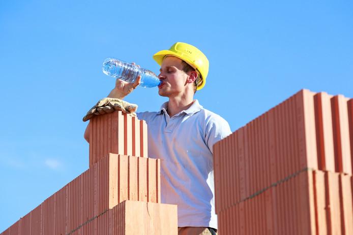 De Arbowet noemt geen maximumtemperaturen, maar werknemers mogen het werk onderbreken als de hitte 'ernstig en onmiddellijk gevaarlijk' is voor de veiligheid en gezondheid. Foto ter illustratie.