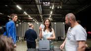 VIDEO. Zuhal Demir (N-VA) gaat stemmen met dochtertje Rozanne (1), na bezoek aan graf van haar mama