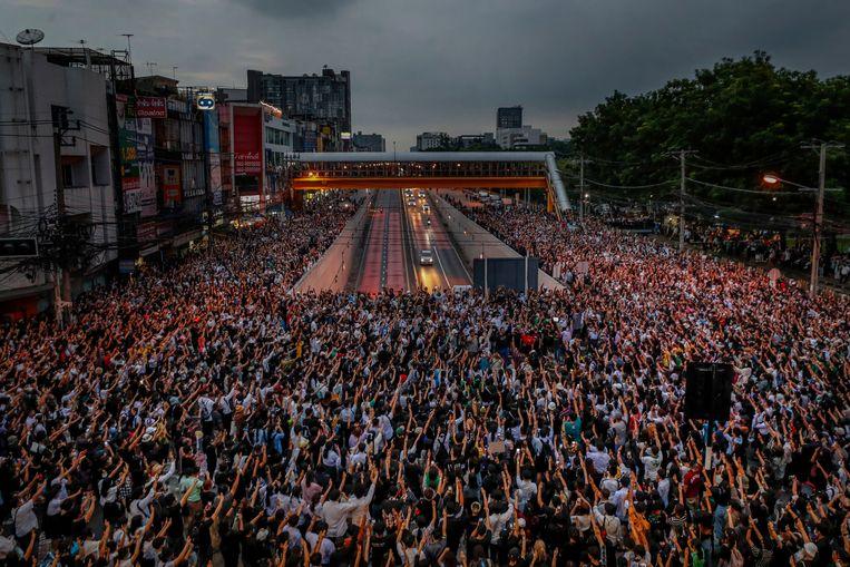 Activisten protesteren in Bangkok tegen de overheid.  Beeld AP