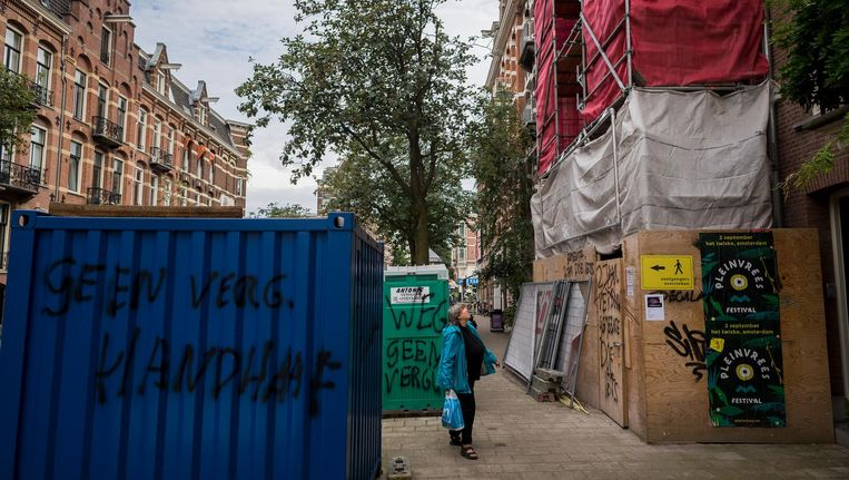 In de Tweede Constantijn Huygensstraat is iemand tekeer gegaan met een spuitbus. Beeld Rink Hof