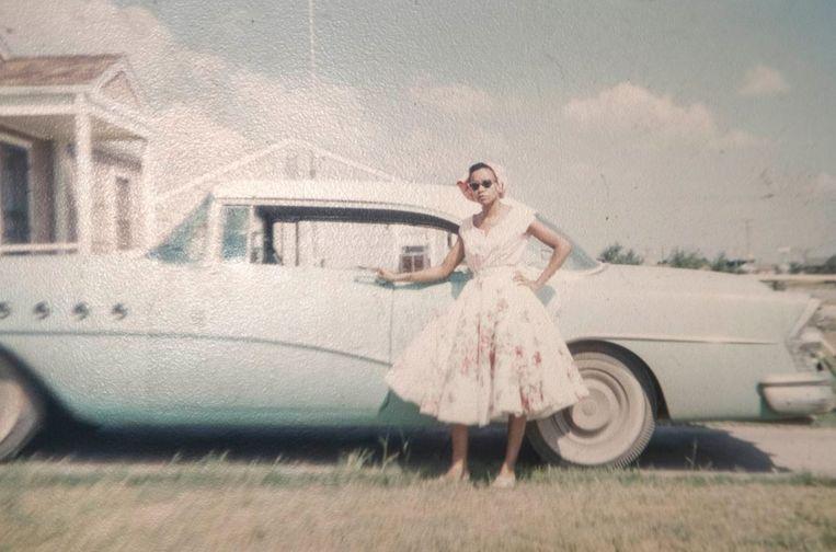 """Onder de indruk van de prachtige foto's uit de jaren vijftig, wil Kristie de beelden graag teruggeven aan de rechtmatige eigenaars of erfgenamen. """"Ik ben verliefd geworden op deze mooie familie"""", zegt de vrouw. ."""