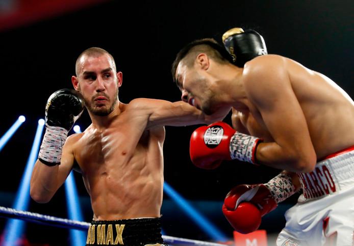 Maksim Dadasjev (links) in gevecht met de Mexicaan Antonio de Marco op 20 oktober 2018 in Las Vegas.