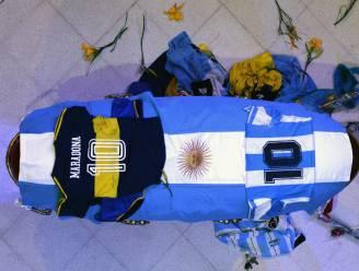 Begrafenismedewerker ontslagen na selfie met lichaam Maradona