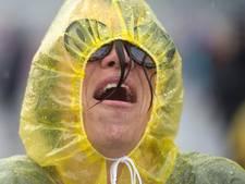 Wie trekt zijn regenlaarzen aan op 'Dag van de Hoosbui'?