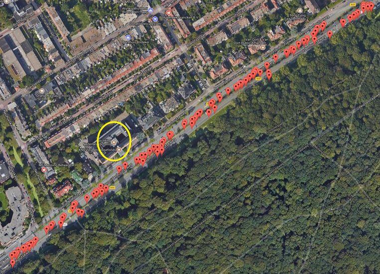 Google Maps Luchtfoto van de Benoordenhoutseweg in Den Haag. In het cirkeltje is het kantoor gevestigd van Nederland Schoon, de lobby-organisatie van de drank- en verpakkingsindustrie die campagne voert tegen zwerfafval. Afvalopraper Dirk de Groot vond langs deze weg, die grenst aan het Haagse Bos, 130 drankverpakkingen op een afstand van 1,3 kilometer. Beeld Google Maps