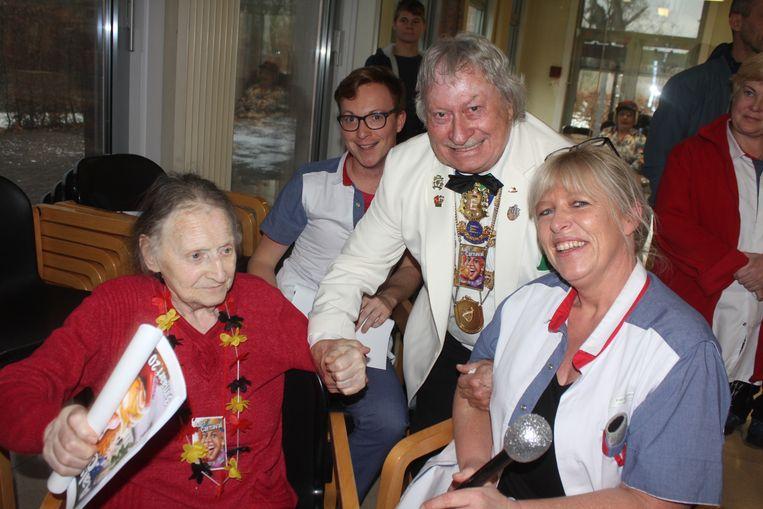 Het bezoek van het Feestcomité aan rusthuis Mijlbeek.