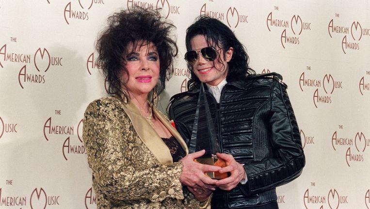 Elizabeth Taylor en Michael Jackson tijdens de American Music Awards in 1993. Beeld afp