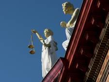 Ambtenaar die 20 miljoen belastinggeld verduisterde later voor de rechter