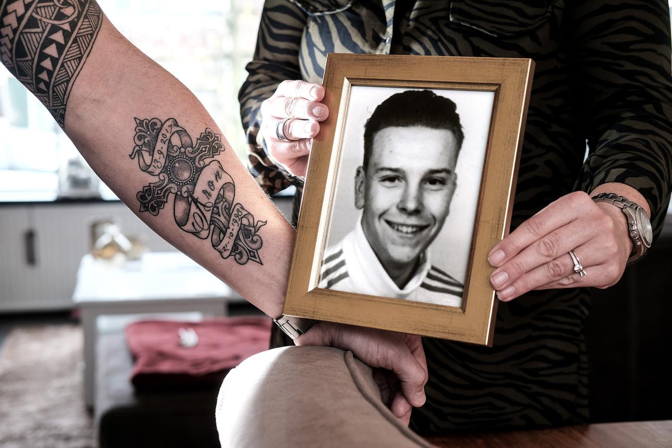 Iets Nieuws Tattoo troost intens verdrietige vader | Achterhoek | gelderlander.nl #SK74