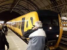 Veel belangstelling voor nachtelijke ereronde állerlaatste dieseltrein Zwolle Kampen