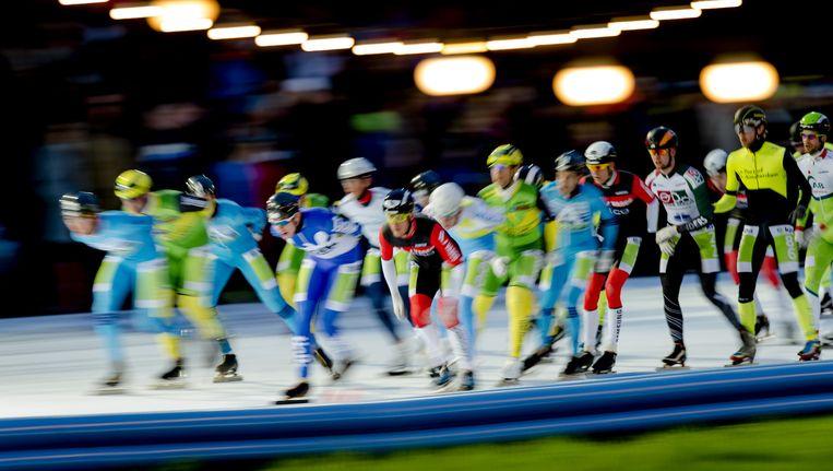 Peleton in actie op het NK marathonschaatsen Beeld anp