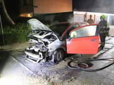 Auto zwaar beschadigd door brand in Kesteren