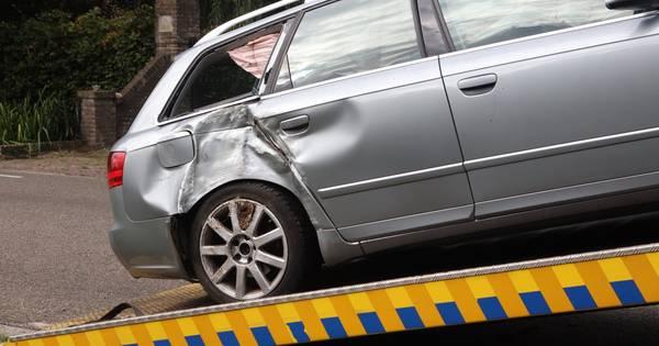 Vrouw gewond door ongeluk in Veghel met twee autos en een bestelbus.