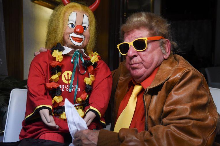Clown Bassie is al helemaal uitgedost.