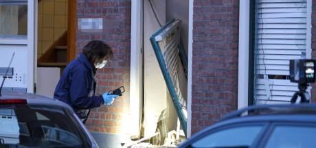 Explosie bij woning Rotterdam-West leidt tot doorbraak in onderzoek schietincidenten: man (21) en vrouw (20) aangehouden