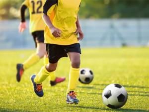 Les jeunes joueurs obligés de se doucher nus: polémique à Berchem Sport