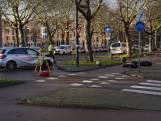 Automobilist vlucht voor politie en rijdt vrouw op scooter aan