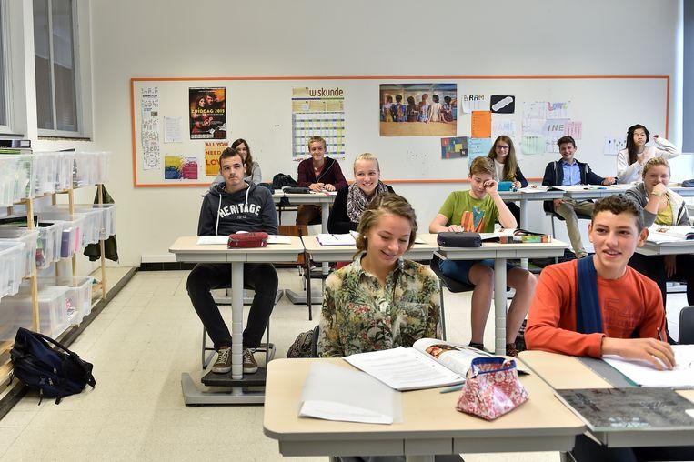 """In het Sint-Vincentiuscollege van Buggenhout kunnen de leerlingen woensdag gewoon aan de schoolbanken plaatsnemen.  """"Bij ons wordt nauwelijks gestaakt"""", zegt directeur Nele De Bie. """"Niet omdat we tevreden zijn met het huidig beleid, wel omdat de leerlingen net voor een examenperiode staan."""""""