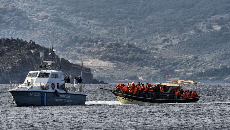 Een boot met vluchtelingen wordt gered door de Griekse kustwacht, 30 september.