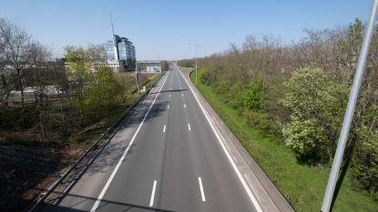 AWV vernieuwt asfaltlaag: verkeer E19 moet over twee keer twee versmalde rijstroken