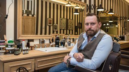 """Kapper met longziekte sluit zaak: """"Onze klanten zullen met langer haar in hun kot zitten"""""""