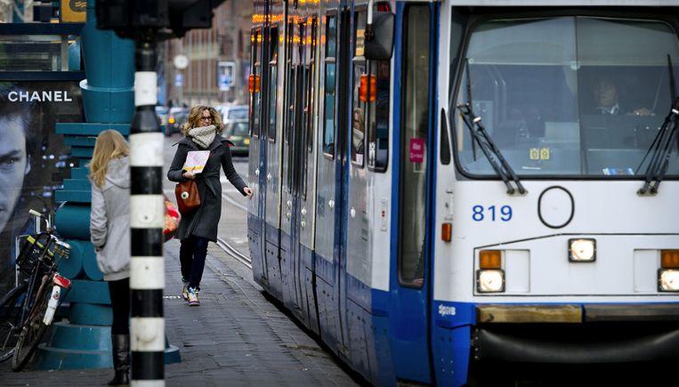 Het GVB ziet zich op korte termijn gedwongen avond- en weekenddiensten van bus- en tramlijnen te schrappen en routes in te korten. Foto ANP Beeld