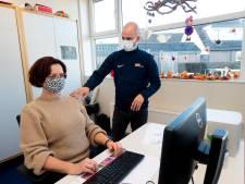 Het thuiswerken leidt tot overwerk voor de fysiotherapeut: 'Ik zie meer mensen per week'