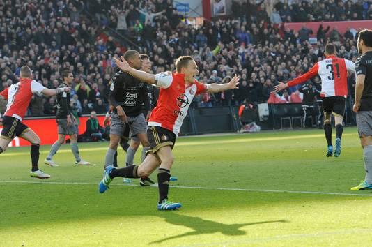Toornstra viert een goal tegen zijn oude club FC Utrecht.