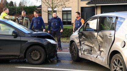 Twee gewonden bij zware aanrijding op Voorhout