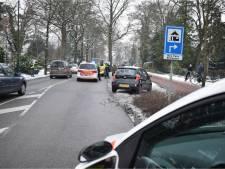 BMW ramt in Bilthoven twee auto's met vrouw ertussen
