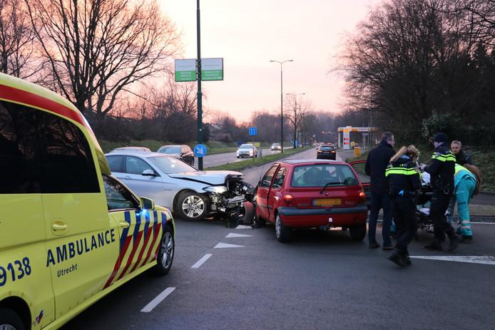 Twee auto's kwamen op de Vogelweg in Maarssen met elkaar in botsing.