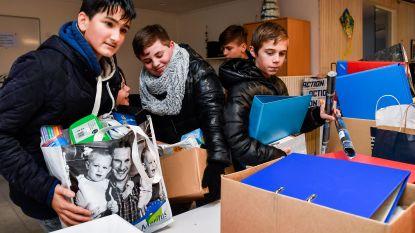 Leerlingen geven oude spullen aan 't Verhoog in kader van 'verzet tegen armoede'
