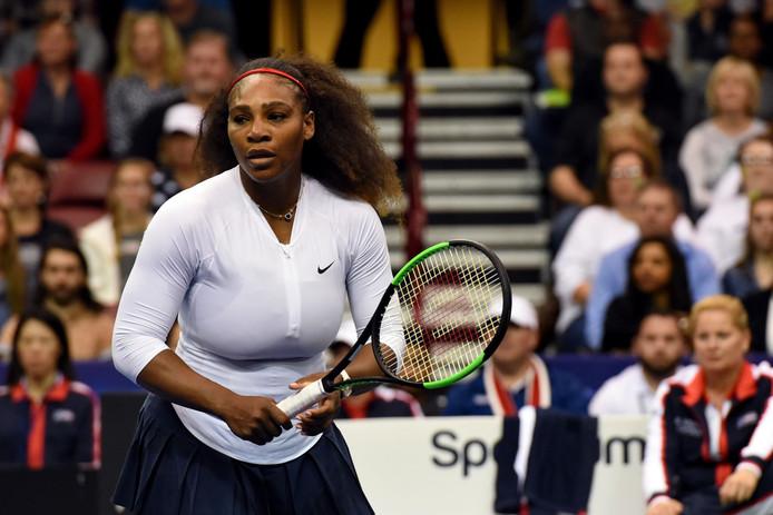 Serena Williams op 11 februari bij de verloren Fed Cup-partij in de dubbel tegen Lesley Kerkhove en Demi Schuurs.
