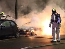 Audi aan Erasmusweg vliegt twee keer in brand, auto volledig verwoest