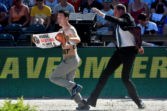 Tijdens het EK paardensport, dat vorige week in Rotterdam werd gehouden, werd actie gevoerd tegen de sport.