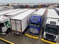 Nederlandse vrachtwagenchauffeurs vast in Engeland: 'Dat wordt slapen in de cabine'