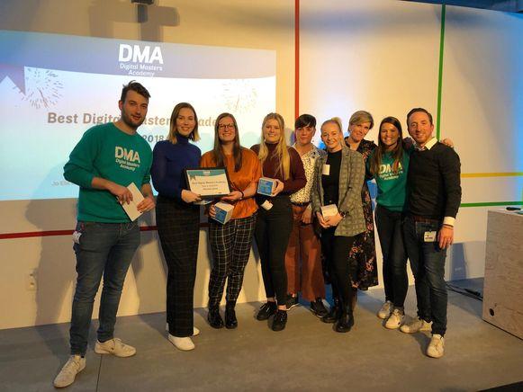 Dit jaar viel het team van Léonie Dello (Bilzen), Lenka Reynders (Genk), Ayla Reintjens (Eigenbilzen), Jo-Elle Mottoul (Heers) en Hanne Claes (Mol) voor de vzw Belgisch Centrum voor Blindegeleidehonden tweemaal in de prijzen