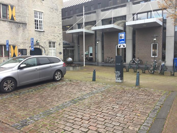 De nieuwste laadpaal op de Grote Markt van Hulst.