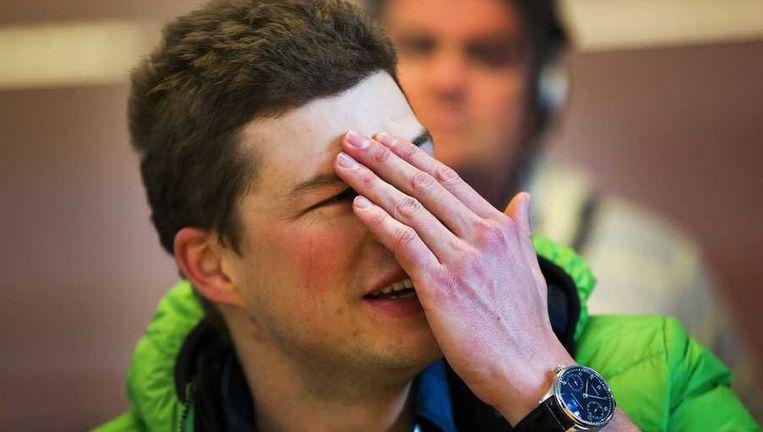 ven Kramer geeft toelichting over zijn afmelding tijdens een persconferentie op het NK Allround in het Olympisch Stadion. Beeld anp