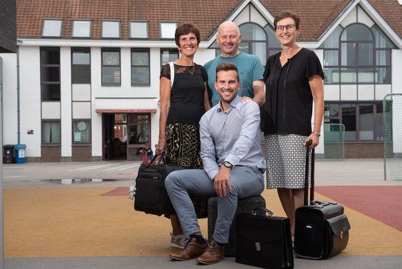 De nieuwe directeur met achter zich moeder Hedwige, vader Freddy en tante Lucrèce.