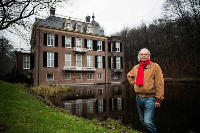 Bert Koene, bij Kasteel Zijpendaal in Arnhem, heeft het boek 'De mensen van Vossenburg en Wayampibo, twee Surinaamse plantages in de slaventijd' geschreven.