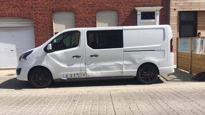Wie is tegen fonkelnieuwe bestelwagen geknald?